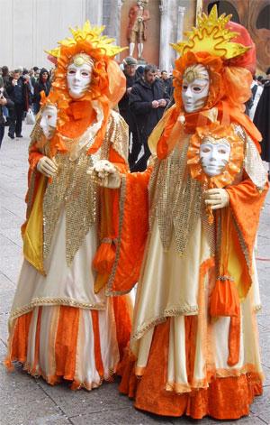 Karneval In Venedig Wunderschone Kostume Masken Und Die Stadt Steht